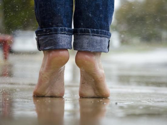 Прогулки босиком могут привести к мучительной болезни