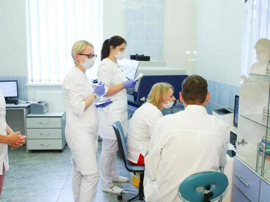 Медикам Петербурга продлили «коронавирусные» выплаты