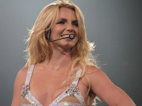 Бритни Спирс пожаловалась на проблемы с кожей, возникшие в молодости