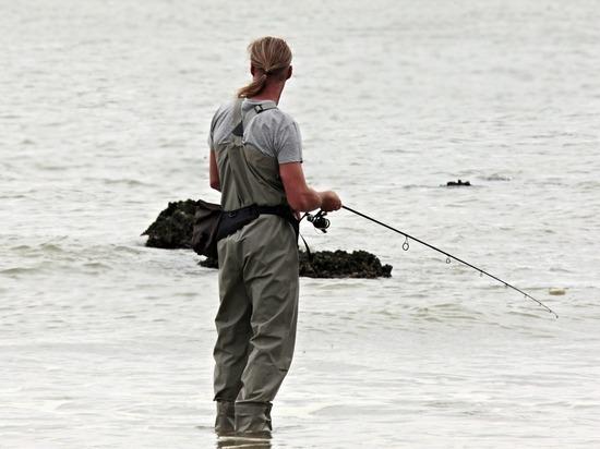 В Закарпатье рыбы утаскивают на дно рыбаков