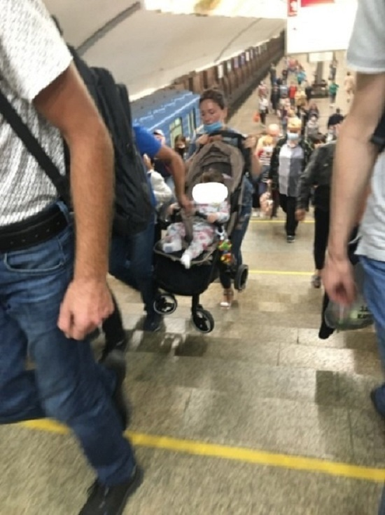 В новосибирском метро недоступен въезд и заезд на коляске