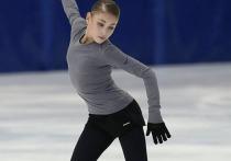 В интернете опубликовано первое видео, на котором видно, как Алена Косторная проводит тренировку вместе со спортсменами, которые приписаны к академии «Ангелы Плющенко»