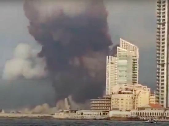 Мощный взрыв в порту Бейрута, который привел к гибели десятков людей и масштабным разрушениям города, произошел из-за детонации 2,7 тонн аммиачной селитры, выгруженных с с судна Rhosus