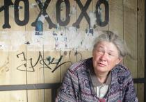 Бездомная из Новосибирска продала комнату и 25 лет живет на остановке