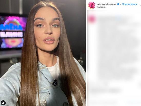 Алена Водонаева показала грудь без лифчика