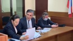Не признавший вину Михаил Ефремов углубился в мобильник: кадры суда