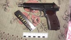 В квартире жителя Солнечногорска, ранившего полицейского, нашли схрон оружия: видео