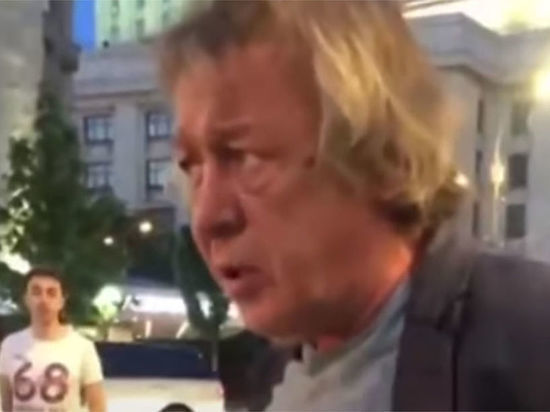 В машине Ефремова нашли следы неизвестного пассажира