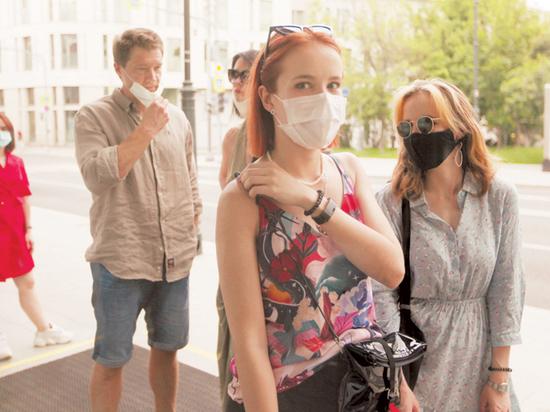 При ношении маски риск заражения снижается до 5 процентов