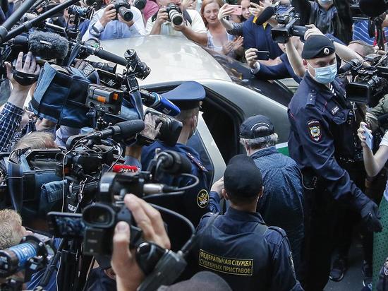 Почетный адвокат России Александр Островский высказался в эфире НСН о стратегии защиты Михаила Ефремова в суде