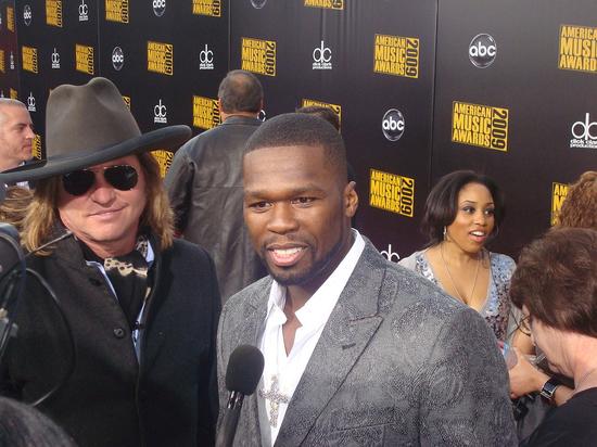 """Рэпер 50 Cent раскритиковал """"Эмми"""", предложив поцеловать его «черную задницу»"""