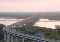 Семнадцать военнослужащих пострадали в результате обрушения строящегося железнодорожного моста через реку Амур в Хабаровске, идёт проверка, информирует Главное военное следственное управление СК России