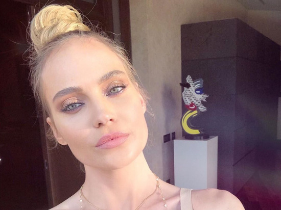 Российская певица Глюкоза (настоящее имя - Наталья Ионова) в годовщину гибели в ДТП украинского общественного деятеля Ирины Бережной опубликовала на своей странице в Instagram совместный снимок