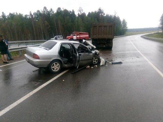 В Чунском районе пьяный водитель Honda с 6 пассажирами врезался в грузовик