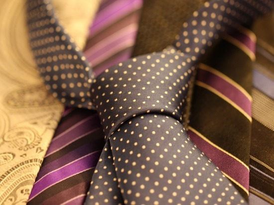 Минтруд прописал правило избавления офисных работников от галстуков