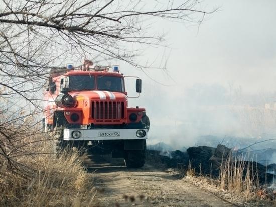 В Волгоградской области почти час тушили горящее сено