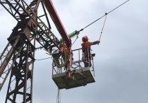 В Белореченском районе «Россети Кубань» поставила на ЛЭП изоляторы из закаленного стекла