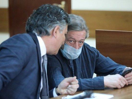 Михаил Ефремов нарисовал в суде вещий рисунок