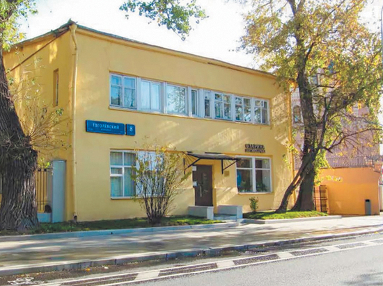 В столичном Департаменте культурного наследия пообещали до конца 2020 года завершить реставрацию клуба-столовой на Гоголевском бульваре, памятника московского конструктивизма