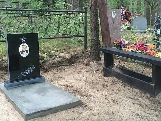 Жители карельского поселка привели в порядок полуразрушенную могилу ветерана ВОВ
