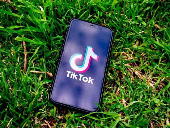 """Трамп подписал направленный против """"угрозы"""" TikTok и WeChat указ"""