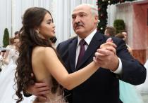 Батька заводит фавориток, словно султан
