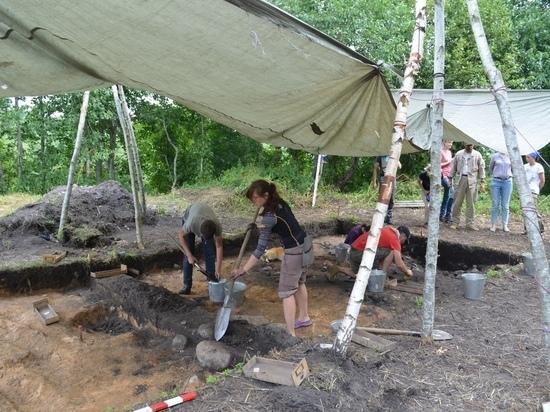 На поселении викингов псковские археологи откопали жилую постройку с баней