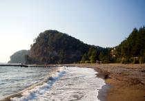 Пока цены на отели открытой на прошлой неделе для туристов Абхазии на 20-40% ниже, чем в соседнем Сочи, но это может скоро измениться в связи с ростом спроса – предполагают в Ассоциации Туроператоров России (АТОР)