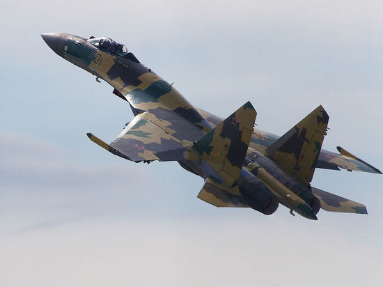 Три российских Су-35 перехватили бомбардировщик США