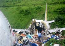 Число погибших в результате авиакатастрофы индийского пассажирского самолета, вывозившего застрявших за рубежом из-за пандемии граждан, увеличилось до 18, а еще около двадцати человек получили очень тяжелые травмы.  Самая крупная авиакатастрофа в истории страны за последние 10 лет пощадила большую часть пассажиров, среди которых находилось десять малышей.