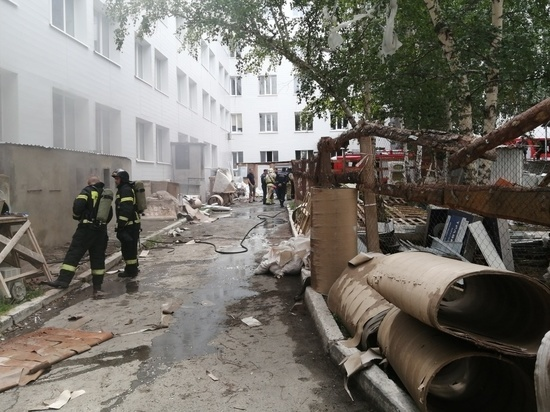 В центре Челябинска загорелся подвал больницы