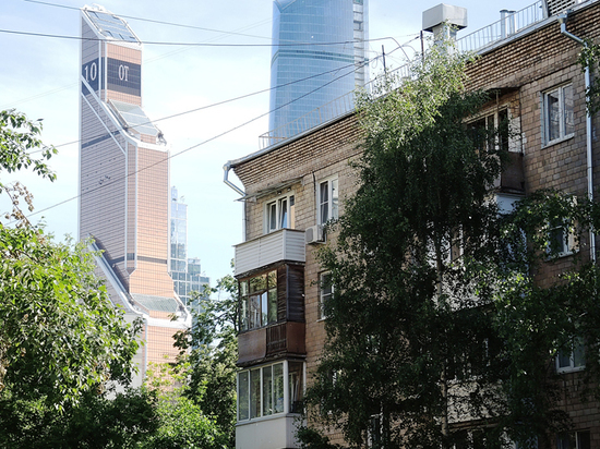 Впервые в истории российского рынка недвижимости цены на вторичное жилье уверенно пошли вниз, уступив новостройкам