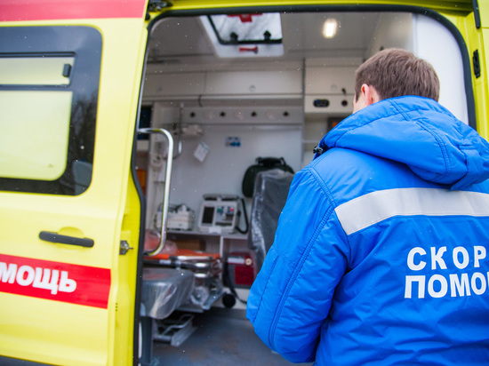 В Волгоградской области грузовик протаранил легковушку, пострадали люди