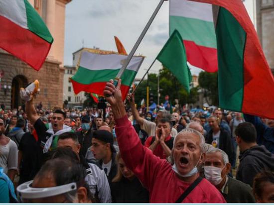 Протестующие заблокировали центр Софии палаточными городками