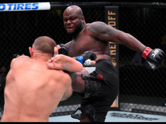 Американец Льюис отправил россиянина Олейника в нокаут на турнире UFC