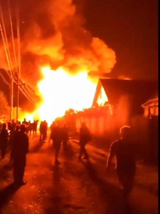 В городе Родники ночью тушили сразу несколько домов
