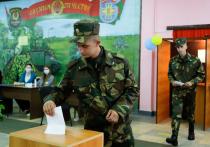На выборах в Белоруссии агитируют солдат через забор: