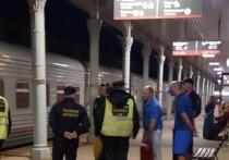 На станции в Твери с поезда дальнего следования сняли дебоширов