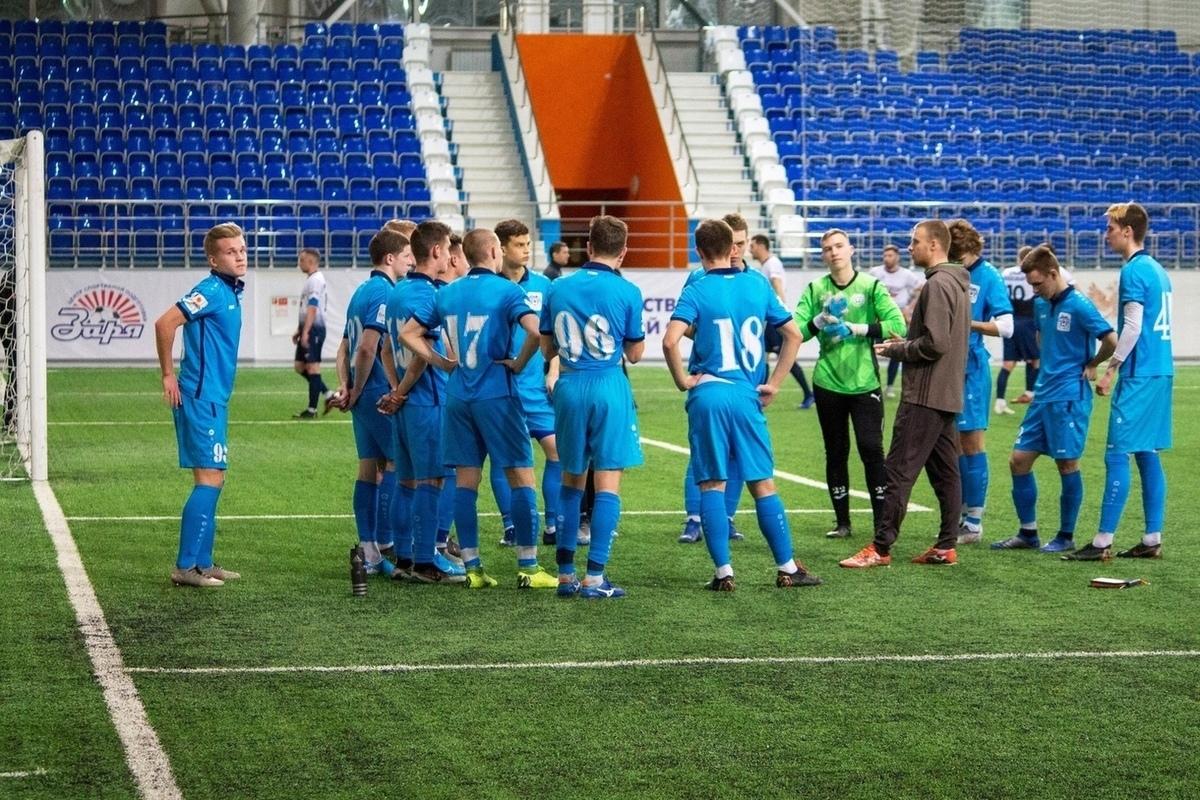 Из-за COVID-19 у футболистов отменен матч «Новосибирска» и ...