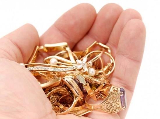 Южноуралец украл у девушки золотые украшения на сумму более 50 тысяч рублей