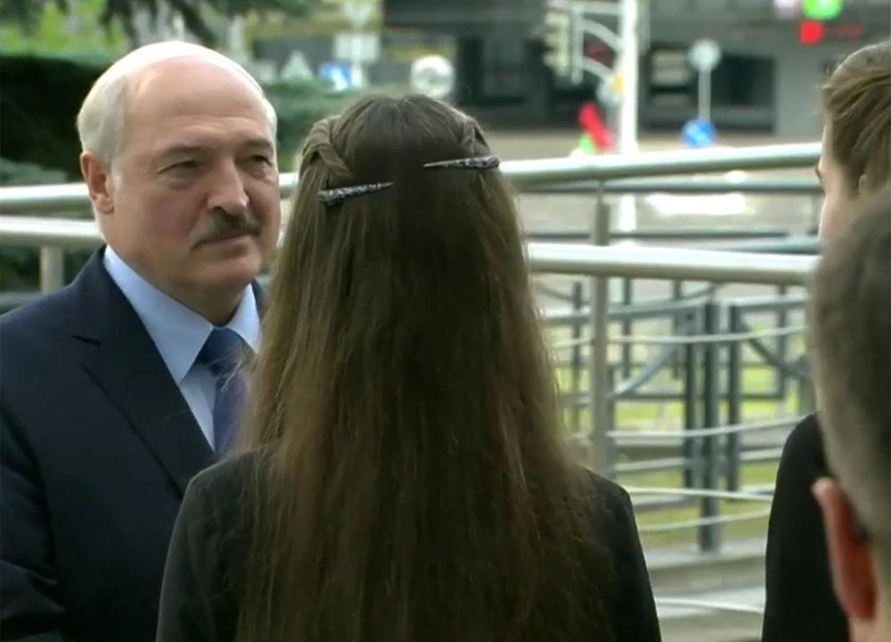 Кадры Лукашенко и Коли на выборах поразили помпезностью
