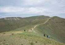 Буддийские ламы и шаманы приняли участие в субботнике на священной горе Догээ