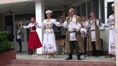 Избирателей в Белоруссии зазывают на участки песнями и плясками: видео