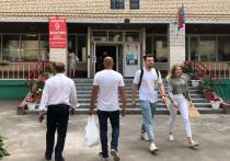 Белоруссия выбирала президента с танцами, песнями, водкой, живой рыбой