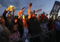 Первые обнародованные результаты выборов президента Белоруссии - и подсчеты ЦИК, и государственные экзит-полы предсказывают действующему президенту Александру Лукашенко победу в первом туре