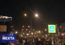 Бойцы ОМОН начали опускать щиты в ряде городов Белоруссии
