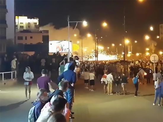 СМИ: первый протестующий погиб в результате столкновений в Минске