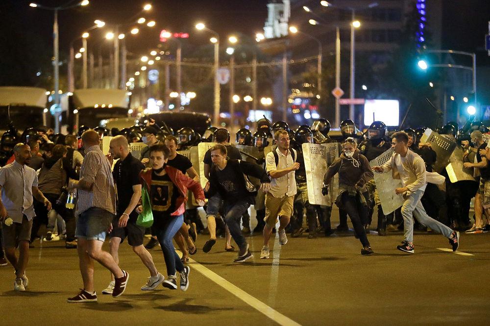 Выборы в Белоруссии спровоцировали массовые протесты: кадры ночных столкновений
