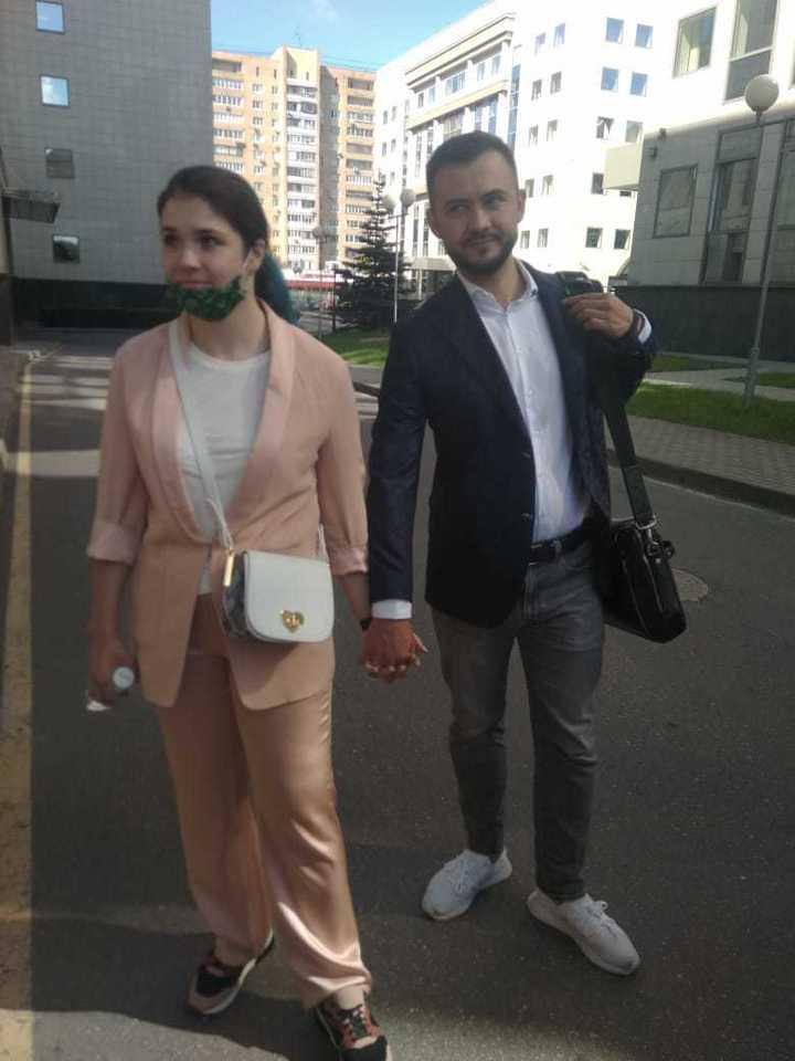 Пытавшаяся сбежать в ИГ Варвара Караулова пришла в суд с мужем