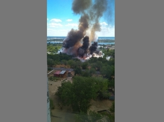 На севере Волгограда прогремели два взрыва на заправке